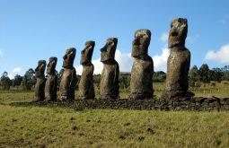 Великденският остров – каменните статуи моаи